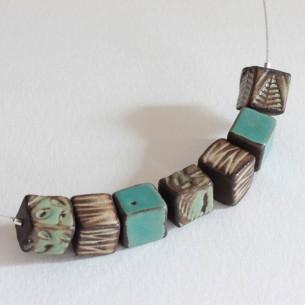 Collana con cubi azzurri e verdi naturali
