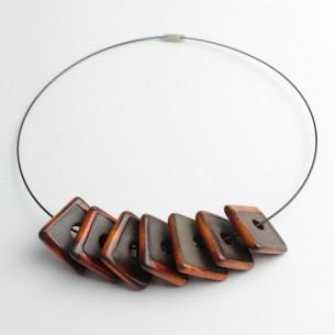 Collana con pendenti geometrici
