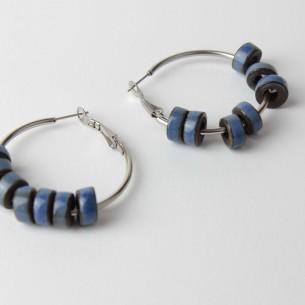 Orecchini a cerchio in acciaio con perle Heishi in ceramica