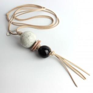 Collana lunga regolabile, perle miste e cordino scamosciato