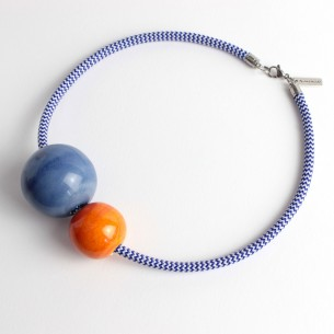 Collana in corda intrecciata con perle: BLU - ARANCIONE LAVA